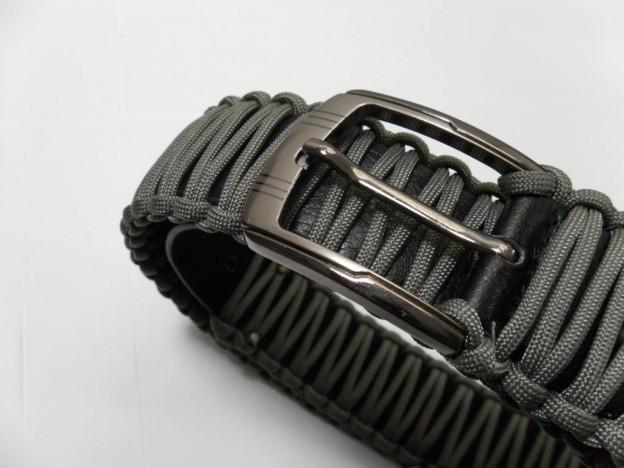 Survival Gürtel aus Paracord und Leder