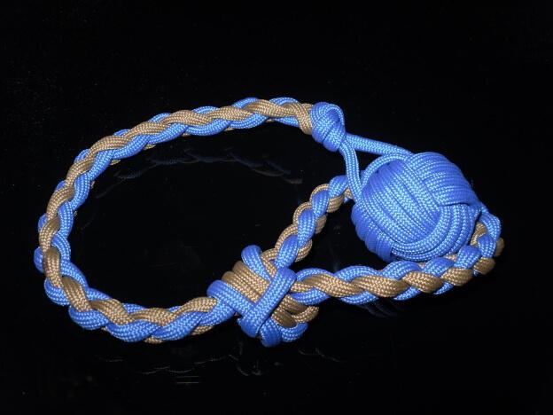 Der Affenfaust Knoten (Monkey Fist) zum beschweren des Endes einer Wurfleine
