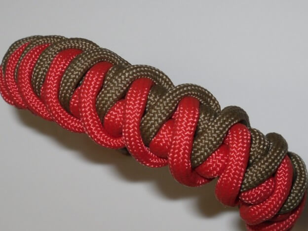 Das Cyclone Wrap Paracord Armband